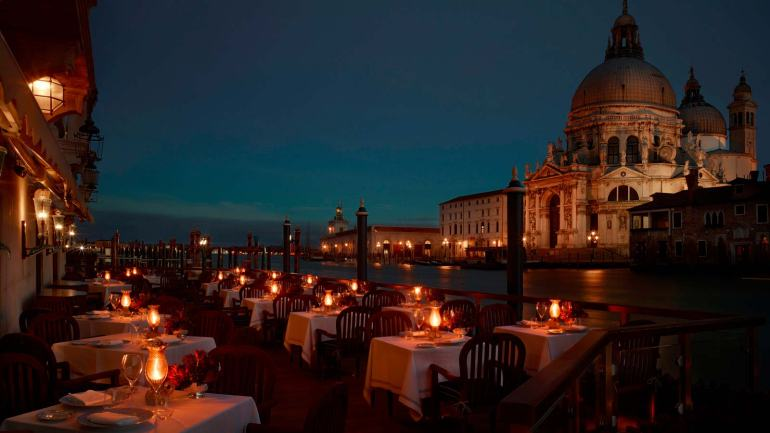 gritti Club_del_Doge_Restaurant_Terrace_at_the_night