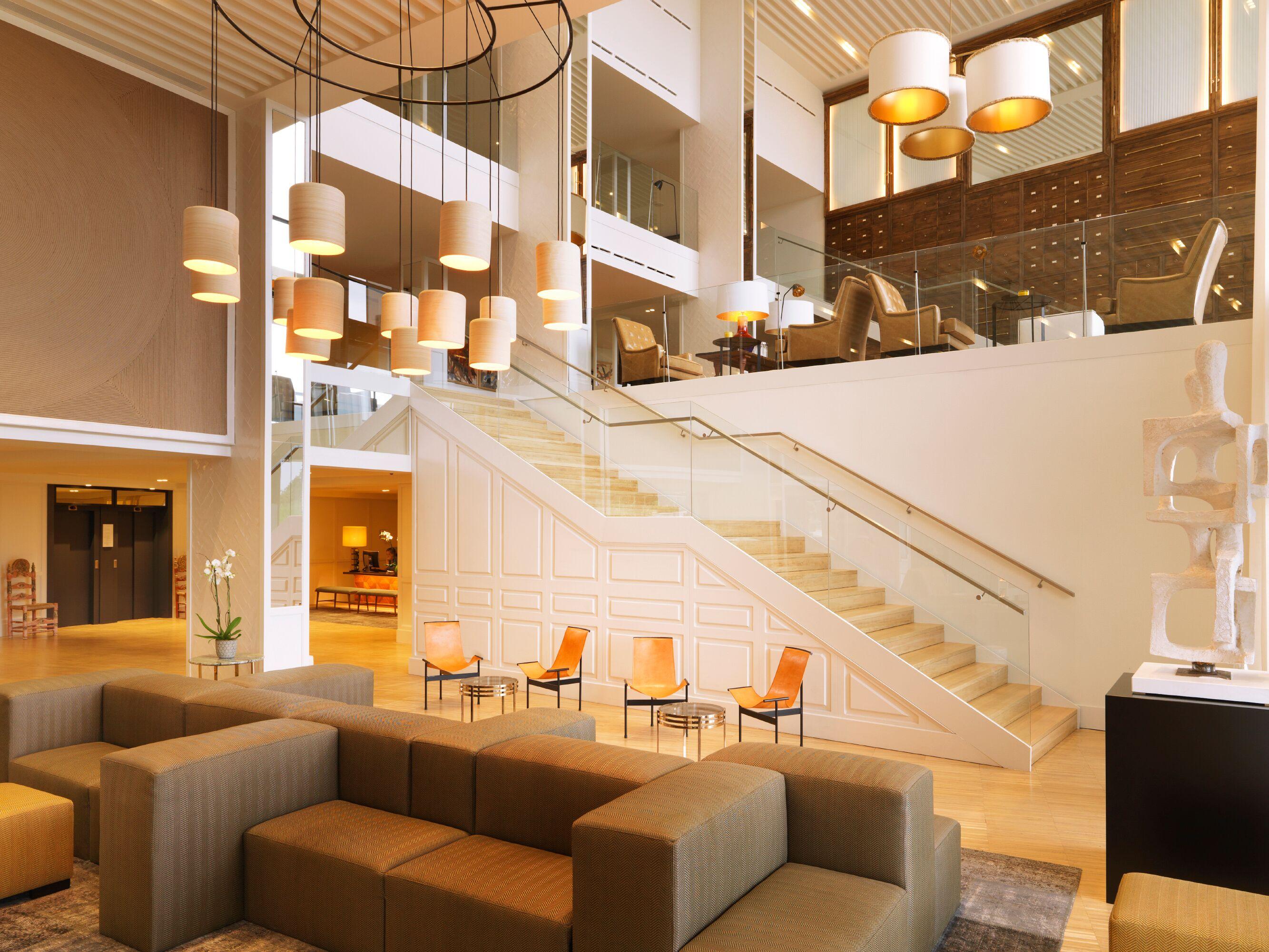 camiral lobby