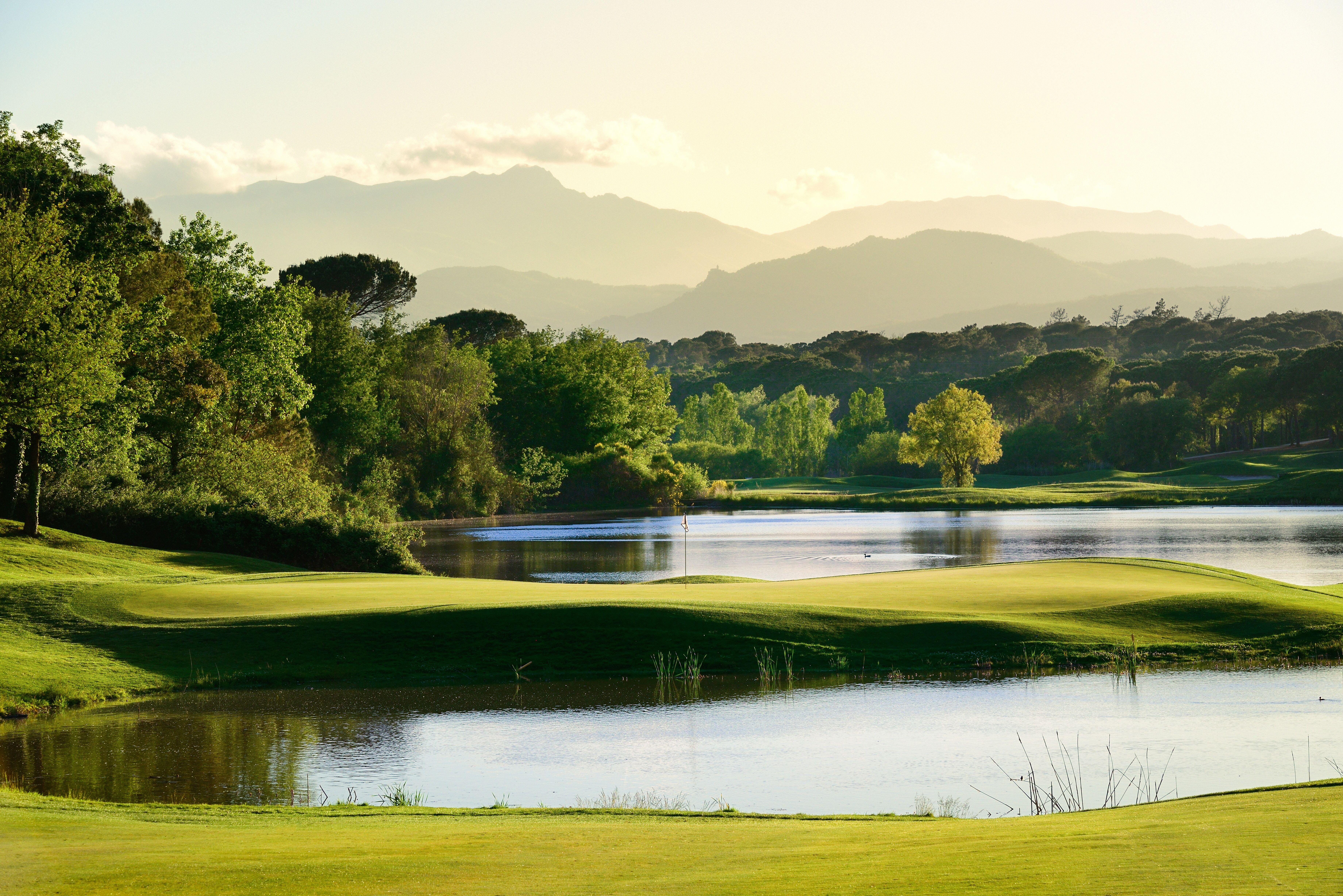 golf close